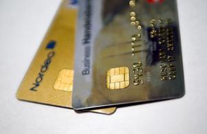 Chip numera. Kontokort med chip och pin-kod är svårare att kapa. Därför föredrar både Mastercard, Visa, bankerna och Västerås stad att parkeringsavgifterna ska betalas via mikrochipet, i stället för via magnetremsan.