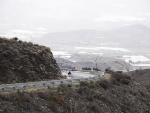 Serpentinvägsklättring i Murcia, en provins i sydöstra Spanien. Foto: Karl Holmberg