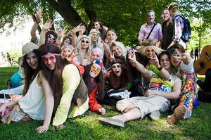 Huldran från John Bauer var utklädda till hippies.