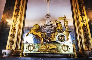 Klockan från Napoleon Bonaparte till sin syster Elisa fungerar fortfarande. Den fördes till Segersjö av Mathilda d' Orozco.