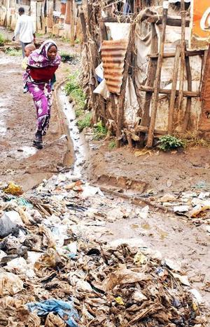 Slumvandringi NairobiFoto: AP/Khalil Senosi