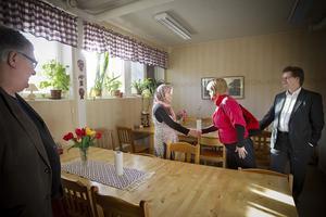 När Vänsterpartiets vice ordförande Ulla Andersson besökte Ljusdal passade hon på att få en pratstund med anställda på Riokompaniets dagverksamhet. En av dem är Fatima Abasi som arbetat på Riokompaniet i sex månader.