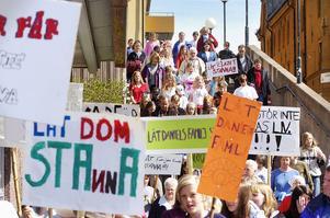 1500 personer demonstrerade den 30 april 2004 för att familjen Riazat skulle få stanna i Sverige. Jens Runnberg var med.