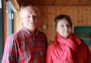 Birger och Irene Mossberg har haft huset i Bruksvallarna i 20 år. Nu har de fått en återvinningsstation som granne.
