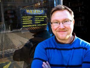 Satsar på Norr. Erik Haneskog har tillsammans med brorsan öppnat en butik med mixen paintball, lajv, softair och brädspel – och ett fik.