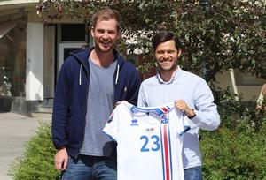 Rikard Bäckman och Oskar Lund åkte på en resa i Lars Lagerbäcks fotspår.