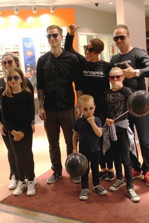 Synoptiks modellgäng var värsta släktträffen: Julia Lind, Hanna Ahlberg, Simon Rosell samt Linda, Patrik, Malte och Melker Brolin.