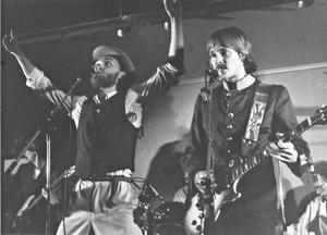 Anders Siösteen, som i dag går under artistnamnet Governor Andy, och Bosse Karlsson, med bandet Pink Patchos. Bild: Kjell-Åke Jansson.