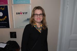 """Johanna Lindell. """"Jag har följt processen lite på avstånd och det ska bli väldigt spännande att se slutprodukten. Och så är jag väldigt glad att pjäsen har premiär här på Castor, det känns jättekul!"""" säger Johanna Lindell som är ordförande i Oktoberteaterns styrelse."""