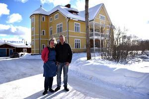 Tini Björs och Lennart Mattsson hade för fyra år sedan en dröm om att ta över det här vandrarhemmet i Älvdalen. De slog till – och ångrar sig inte.