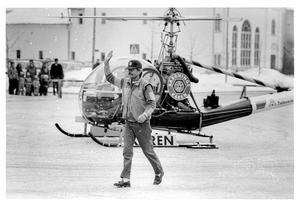 År 1985 landade Hasse P med helikopter på torget.