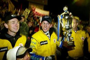 2002 var det dags att ta emot SM-pokalen igen för Jonsson och Rospiggarna efter att Kaparna besegrats på hemmaplan.