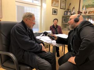 Professor Landsbergis i poddsamtal med Patrik Oksanen.