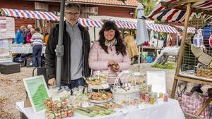 Bo Nordqvist och Maria Karp var på plats med företaget Karamellerna Sverige. De tycker att karameller och gosiga sockor är ett måste på hösten.