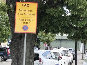Har taxibilar dispens från vissa regler? Saknar vissa taxiförare kunskap om trafikreglerna? skriver signaturen BJ.