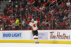 Barndomsvännen Elias Lindholm gör succé i Calgary Flames. Bild: AP Photo/Paul Sancya
