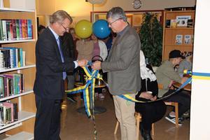 Gunnar Johansson, rektor för Dahlanders utbildningscentrum och Lars Nilsson, rektor för vuxenutbildningen i Hedemora. Här knyts banden mellan kommunerna i det nya utbildningssamarbetet.