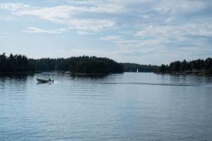 Motorbåten krockade med brofästet på Muskö kanal och sjönk sedan.