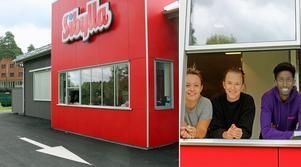 Drive In på Sibylla i Hofors. I luckan Tess Lind, Severina Engström och Hamza Mohamed.