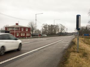 Skrota planerna på att bygga om riksväg 51 mellan Almbro och Kvarntorp. Den åsikten framför boende i trakten till Region Örebro län. Skälen är bland annat att det inte är försvarbart av miljöskäl med en hastighetshöjning på sträckan.