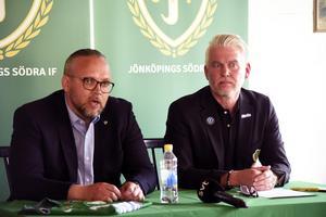 Andreas Jankevic, här tillsammans med J-Södras ordförande Mats Tidstrand, är klar som sportchef i föreningen.