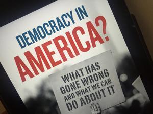 Lägg märke till frågetecknet efter boktiteln Demokrati i America? Foto: Göran Greider.