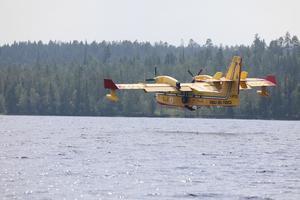 Brandbekämpning från luften måste kombineras med styrkor på marken framhåller forskaren Anders Granström på SLU.