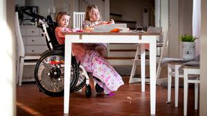 Mollie Görlin fick nyligen komma hem till familjen och lillasyster Wilma efter att ha legat på sjukhus länge.