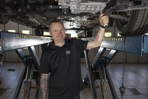 Anders Söderlund jobbar som transportbilstekniker på Bilmetro i Hudiksvall.