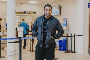 Simon Kachoa när han var på Västerås flygplats påväg till London. Arkivbild från hösten 2016. Foto: Martin Bohm