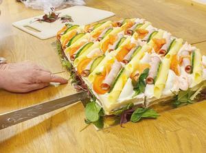 God smörgåstårta blev det till fikat. Foto: Gun Boström