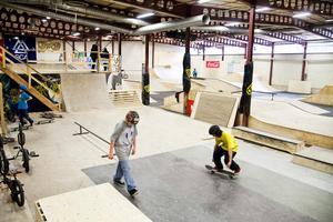 Skateboardåkare som håller till på Drakstaden i Sundsvall kommer  till Tallnäs för uppvisning.