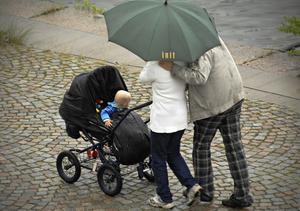 I dag får en barnfamilj 1250 kronor per barn i barnbidrag. Foto: Hasse Holmberg/TT
