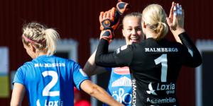Frida Abrahamsson firar tillsammans med målvakten Danielle Rice och Emma Kullberg efter 3–0 segern mot Piteå.