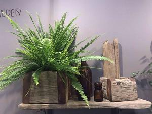 Drivved är ett naturligt material som kommer starkt. Driftwood från Höga kusten visade många exempel.