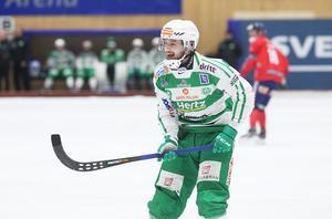 Martin Landström dundrade in första målet i matchen med ett distansskott rätt upp i närmsta krysset.