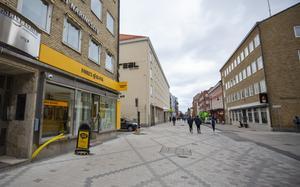 Inte mycket folk på Drottninggatan i Gävle.