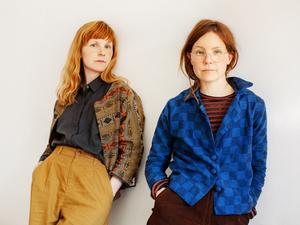 Emma och Lisen Adbåge och Emma Adbåge. Foto: Martha Thisner
