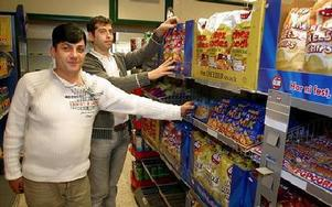 Dhiaa Kurdi och hans kollega vid invigningen av butiken 2006. FOTO: MIKAEL ERIKSSON