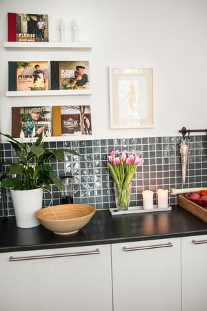 I köket är det Pluras kokböcker som regerar.