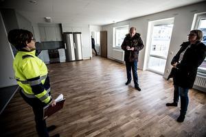 Kopparstadens vising för pressen under onsdagen. Här i kök/vardagsrum i en av lägenheterna som vetter mot Sturegatan.