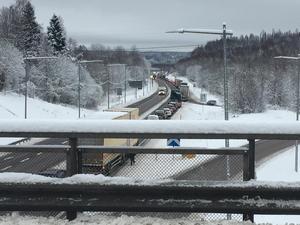 Olyckan skapade långa köer på E4 i Timrå.