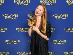 Genom det Amerikanska tv-bolaget AMC och galan Hollywb Festival fick Karin ta emot pris för bästa kvinnliga skådespelare. Foto: Privat
