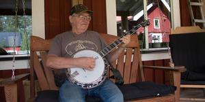 Bluegrass och banjospelandet är stora delar av Kenneths liv.