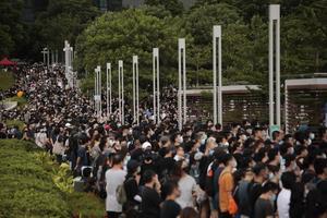 En bild från oroligheterna i Hong Kong i början av september. Vem styr och ställer? undrar skribenten. Foto: Jae C. Hong
