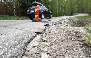 Vid Linköpingsvägen i Granloholm har vägen sliten.