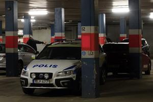 Polisen undersökte garaget under morgonen.