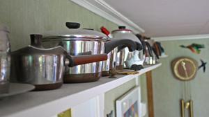 Paret har idag en hel samling kaffekannor och andra föremål.