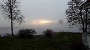 Trolsk dimma över sjön Bornan. Foto: Karin Norén