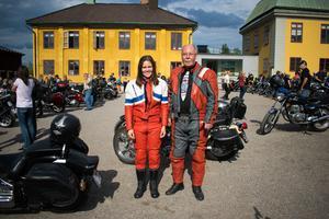 Danielle och Lennart Helldin har köpt in nya matchande ställ inför årets kortege.